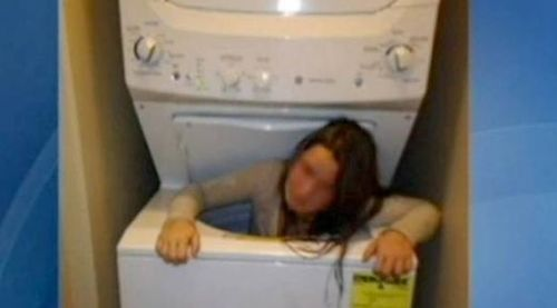 Girl-trapped-in-washing-machine-2984362