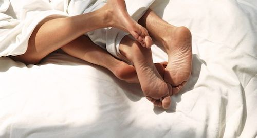 FEET-IN-BED-3403435