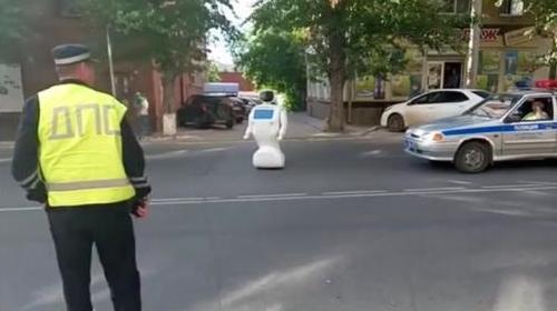 Robot-escapes-laboratory